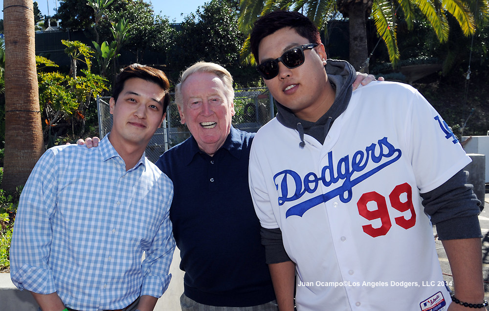 Vin Scully is flanked by the Dodgers' Martin Kim and Hyun-Jin Ryu.